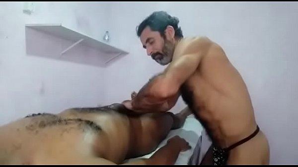 Delicia de massagem sensual com massagem lingam