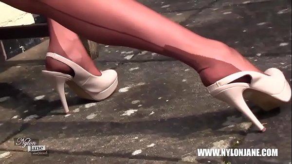 Порно на каблуках шпильки и капроновых чулках