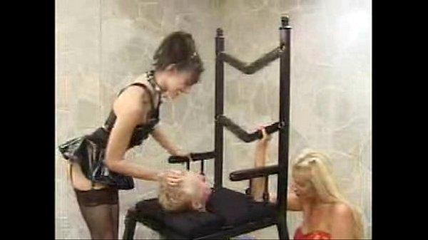 Порно телки сели парню на лицо