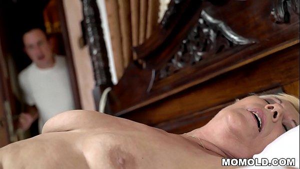 Young guy watches a masturbating granny Thumb