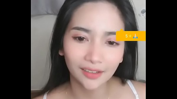 Camgirl Zaii Mini dances sexy on cam show in bigo live