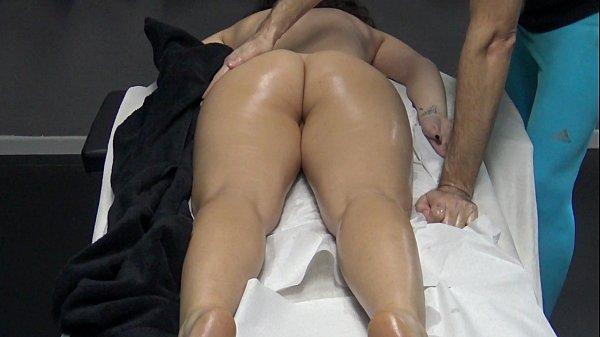 Porno marito ha portato il massaggiatore per la moglie matura