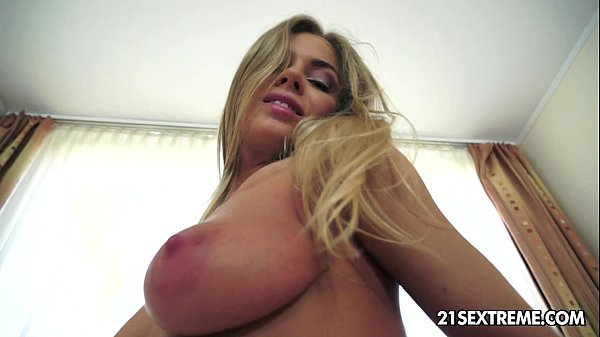 Hot Lolly Gartner gets naughty in front of the camera Thumb