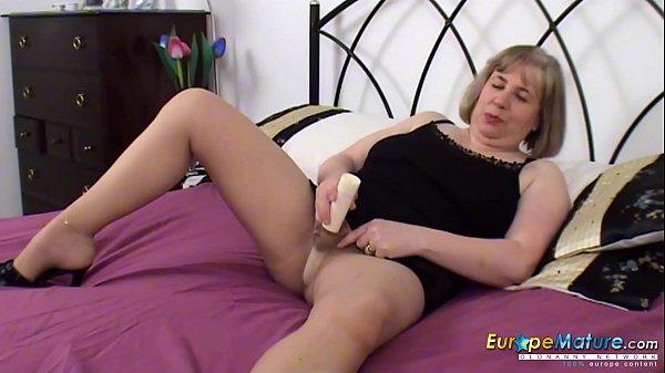 EuropeMaturE Auntie Trisha Solo Toy Masturbation Thumb