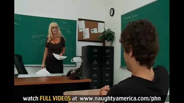 Estudiante se folla su maestra con enormes tetas