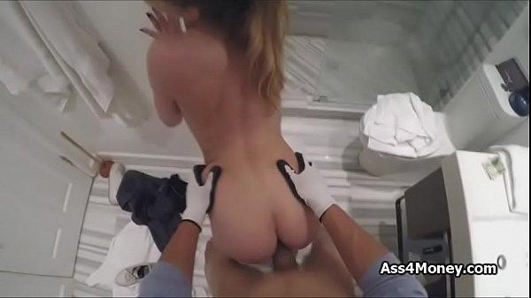 Зрелая красотка мастурбирует порно