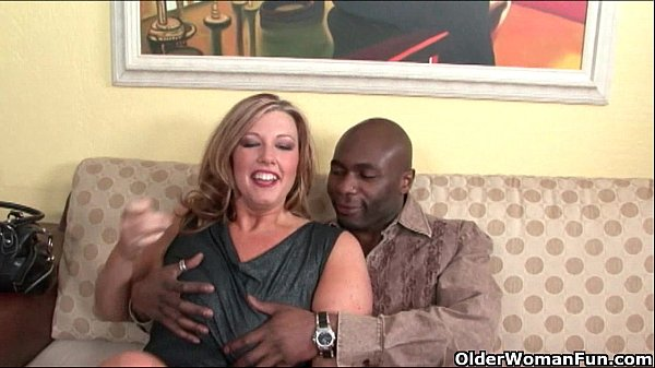 Milf lets black cock explode on her face Thumb