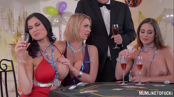 סרטי סקס Milfs Cathy Heaven & Leigh Darby & Jasmine Jae Cum During New Year's Orgy