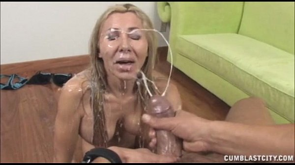 Milf recieves a jizz blast