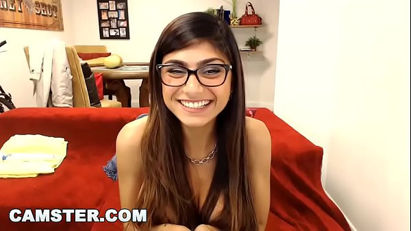CAMSTER – Big Tits Arab Pornstar Mia Khalifa Interacting With Her Fans