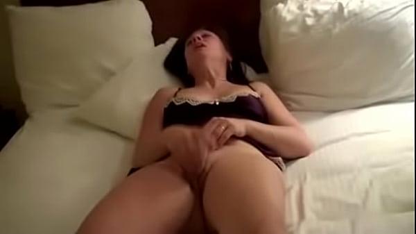 Видео мастурбации зрелых брюнеток