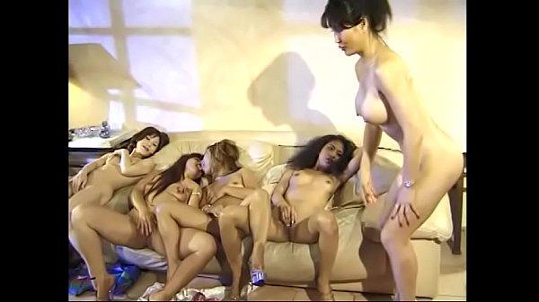 หนังxไทยเก่า หมอนวดสาวๆสมัยก่อน ก่อนโดนเรียกไปนวดเขาทำอะไรกันมาดู