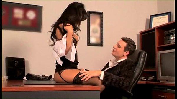 Супер мулатка секретарша соблазняет шефа