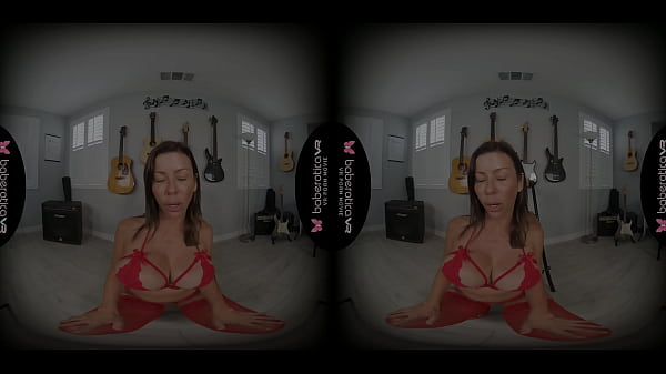 Solo woman, Alexis Fawx is moaning while cumming, in VR