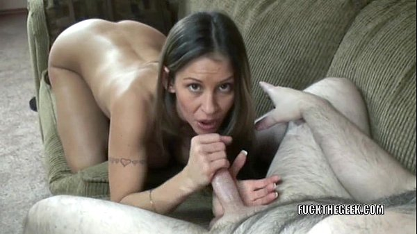 Busty wife Leeanna Heart is giving an awesome blowjob Thumb