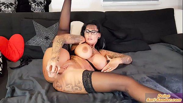 Deutsche Escort nutte mit risen titten tattoos macht solo strip dildoshow vor webcam