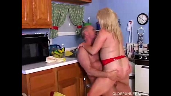 Sexy mature porn star Lizzy Liques loves to fuck Thumb