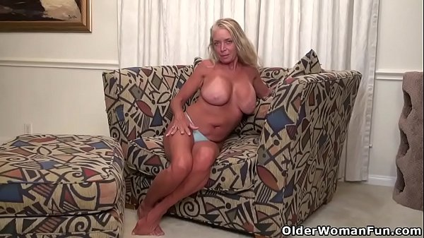 American milf Kyle stuffs her shaven pussy with a dildo Thumb