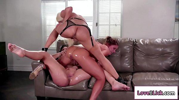 Three sluts masturbates their pussy and squirt