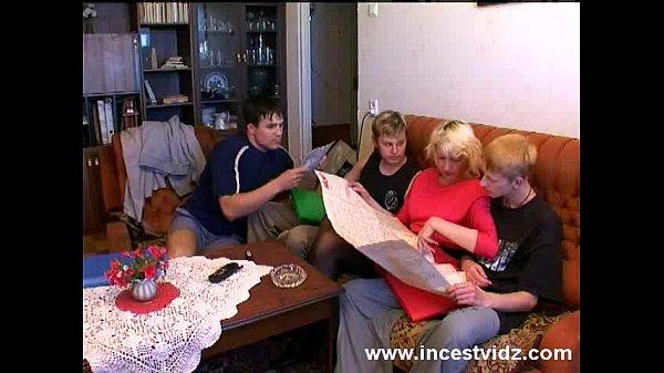 Порно русских молодых частное семейное групповое