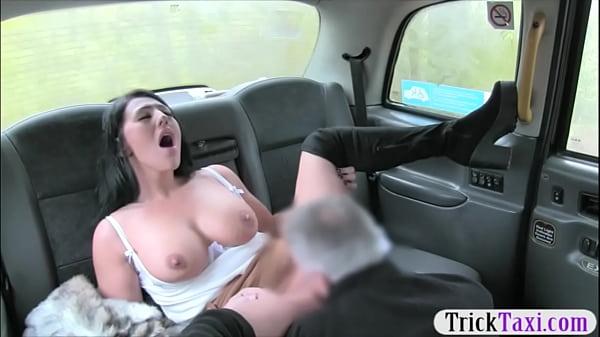 приоткрывая свои порно с грудастой в такси тех