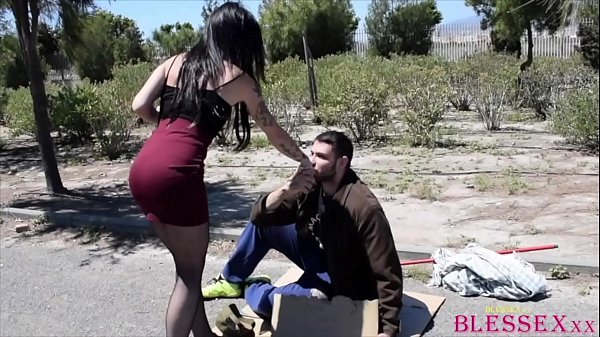 She was believed that giving money to the tramp would be enough - Monica Smilers & Magic Javi