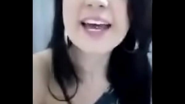 Novinha agitando o grupo do whatsapp