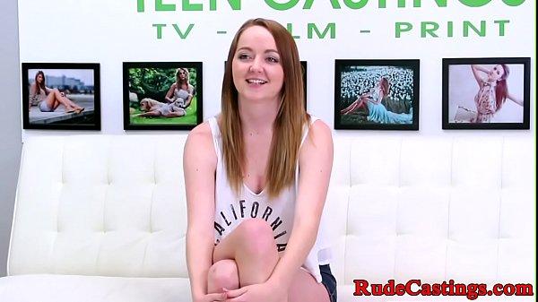 Русская девушка мастурбирует на камера