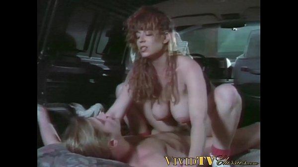 Retrò porno ragazze con tette enormi