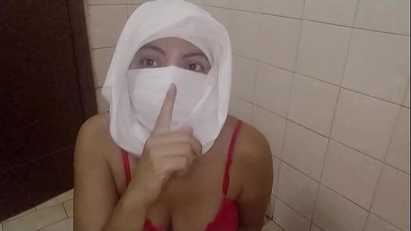Real Muslim Arabian Mom Squirting In Hijabi Mas...