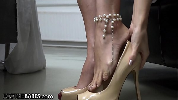 FootsieBabes Making Herself Pretty Before Seducing Her Man With Her Feet Thumb