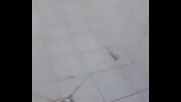 Minha irmã se masturbando no banheiro kkk zoei ...
