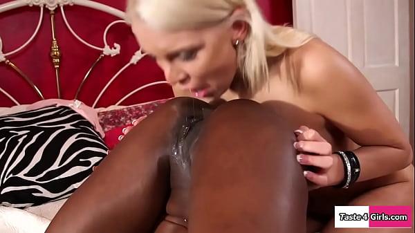 Ebony pussy fucks busty white gfs tongue