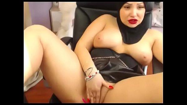 Chubby muslim milf masturbate live show
