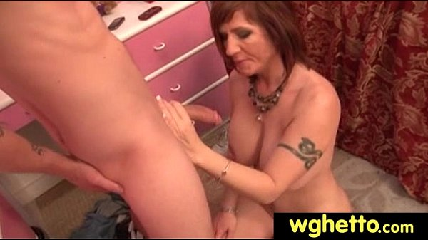 Хорошее порно со зрелой бабой и стонами