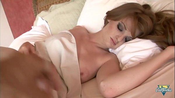 Faye Reagan aime être réveillée par une grosse ...