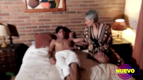 THE SLUT PSYCHOLOGIST FUCKS THE PILETERO WHILE THE HUSBAND FUCKS THE ASS TO THE MAID Thumb