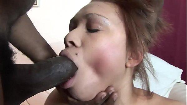 Парень раздевает чужую жену видео