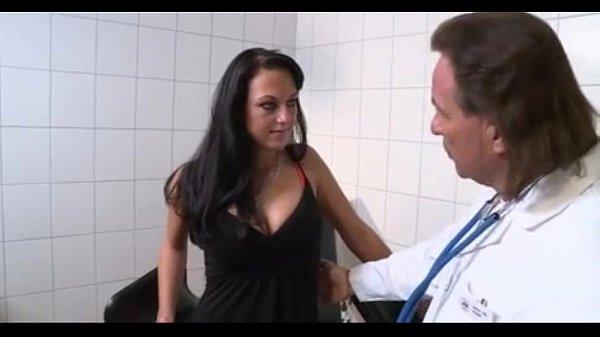 Brunette gefickt vom Doktor Thumb