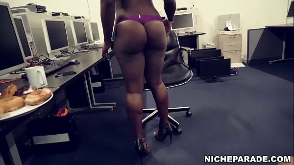 NICHE PARADE - Fun On The Job With Ebony Queen Vickie Starxxx