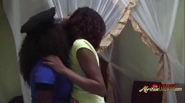 Порно лизбиянки трутца кисками