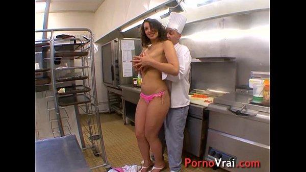 La serveuse beurette baise avec le chef dans son resto !!! French amateur Thumb