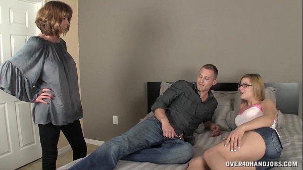 סרטי סקס Sexy Mom Sucks A Dick In Front Of Her Daughter