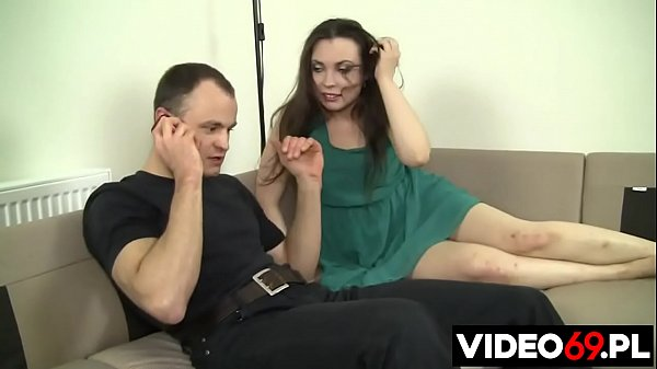 Polish porn - Cheating wife fucks with muscle physiotherapist when her husband is in the kitchen Thumb