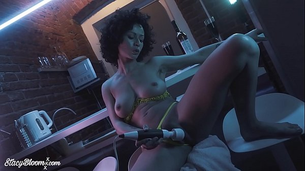 Babe Masturbate Pussy Vibrator and Squirt Orgasm Closeup