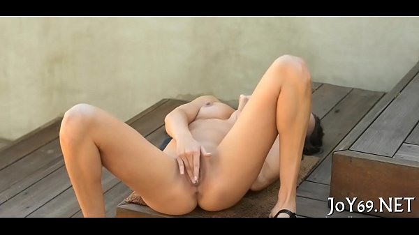 Solo babe stretches pink vagina Thumb