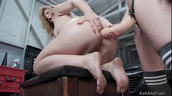 Lesbian anal fucked with strap on Thumb