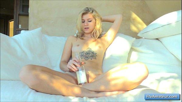 Онлай порно дрочит член