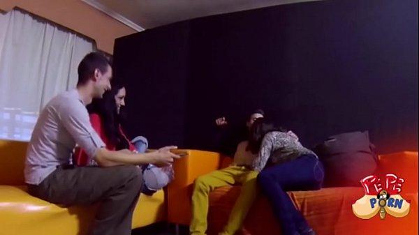 Veronica Dani Ainara y Jose empiezan un juego de parejas que acaba en follada Thumb