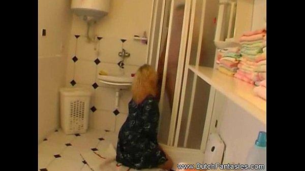 Видео брат трахает сестру в ванной